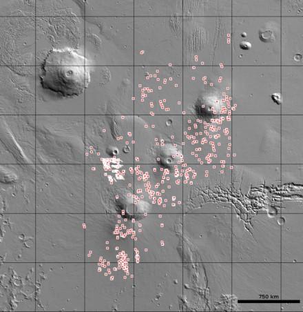 Šie taškai rodo galimas urvų vietas Tarsis regione © USGS