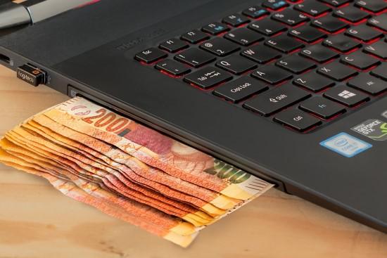 """Žinia el. parduotuvėms: """"Luminor"""" padės surinkti pirkėjų mokėjimų pervedimus iš kitų bankų"""
