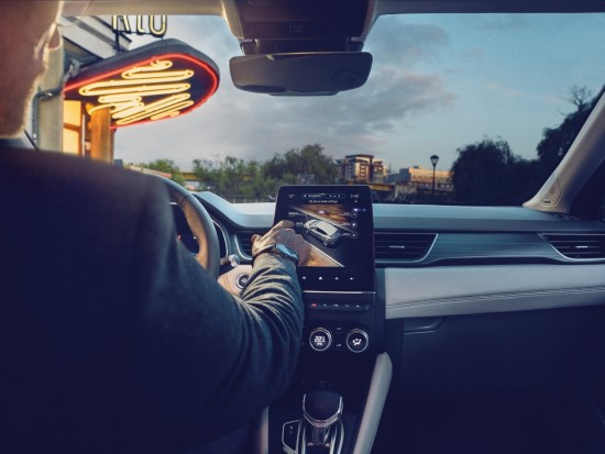 Paaiškino, kodėl jutikliniai automobilių ekranai negali pakeisti mygtukų