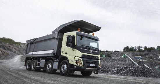 """""""Volvo Trucks"""" pristato naują ir tvirtą """"Volvo FMX"""" statybų sektoriui"""