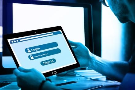 """Administruojate įmonės """"Facebook"""" profilį? Štai, ką turite žinoti apie saugumą internete"""