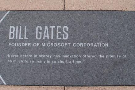 """Billas Gatesas pasitraukia iš """"Microsoft"""" valdybos"""