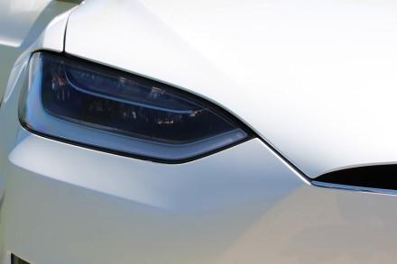 """Keisti nesusipratimai – """"Tesla"""" iš naudotų automobilių pašalina brangias funkcijas"""