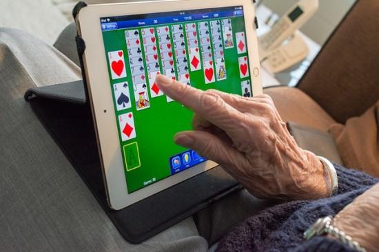 Karantino metu senjorai aktyviai bendrauja internete