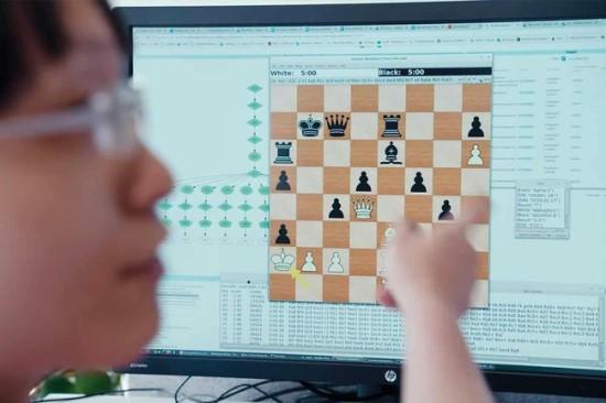 """Šachmatais žaidžiantis DI yra pakankamai stiprus, kad galėtų sukurti naujas strategijas © """"DeepMind"""""""