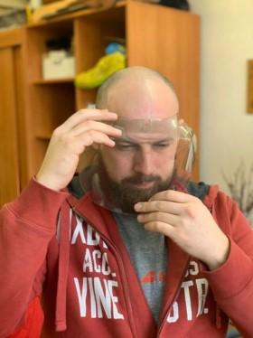 """""""Pono Bebro"""" nuotr. / Plastikinė apsauginė kaukė"""