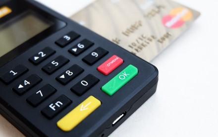 Bankai karantino laikotarpiu bekontakčio mokėjimo ribą didina iki 50 eurų