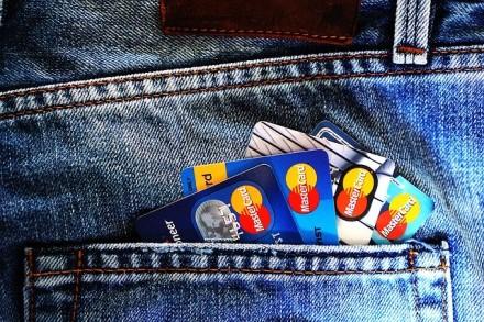 """""""Mastercard"""" didina bekontakčio mokėjimo limitus 29 šalyse"""