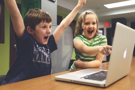 Kaip padėti vaikams mokytis internetu?