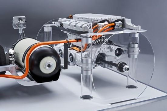 """""""i Hydrogen NEXT"""" po poros metų bus montuojama eksperimentiniuose X5 visureigiuose © Gamintojo nuotrauka"""