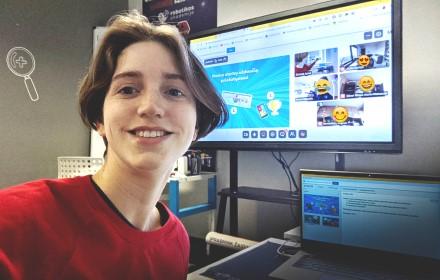 Robotikos mokytoja veda nuotolinius užsiėmimus