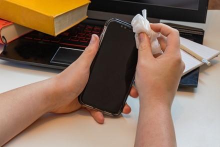 Patarimai, kaip apsaugoti savo išmaniuosius telefonus nuo koronaviruso