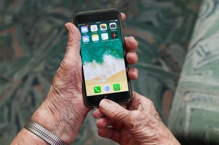 Technologijų pamokos senjorams: kaip bendrauti su šeimos nariais nuotoliniu būdu?