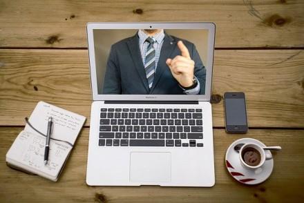 """10 patarimų, kaip užtikrinti """"Zoom"""" programos saugumą ir privatumą"""
