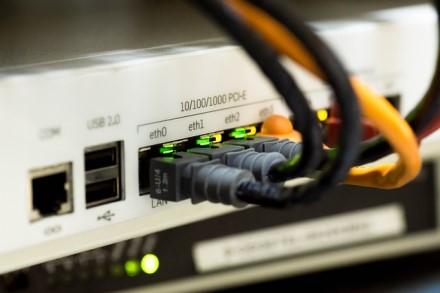 Galima ir greičiau: kaip padidinti interneto spartą, kai visi dirba iš namų
