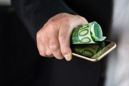 Lietuvoje pradeda veikti pinigų pervedimų pagal telefono numerį paslauga