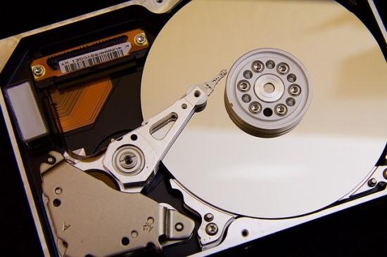 Kaip korporacijos ištrina senus kietuosius diskus, kad apsisaugotų nuo duomenų vagystės?