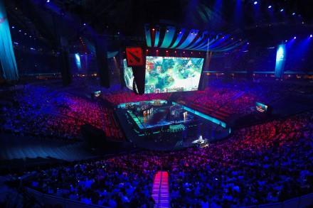 """E. sportui iškilo rimta grėsmė: """"Epic Games"""" ir """"Valve"""" atšaukia savo didžiuosius turnyrus"""