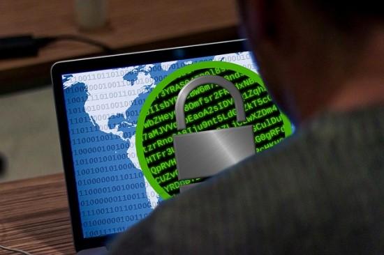 Trys IT grėsmės, su kuriomis susiduriama dirbant per nuotolį