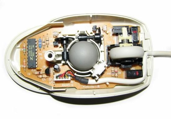 Mechaninės pelės viduje © Job (CC BY-SA 3.0) | commons.wikimedia.org
