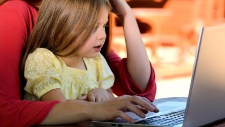 Tyrimas: nuotolinis mokslas pakoregavo 85 proc. tėvų dienotvarkes