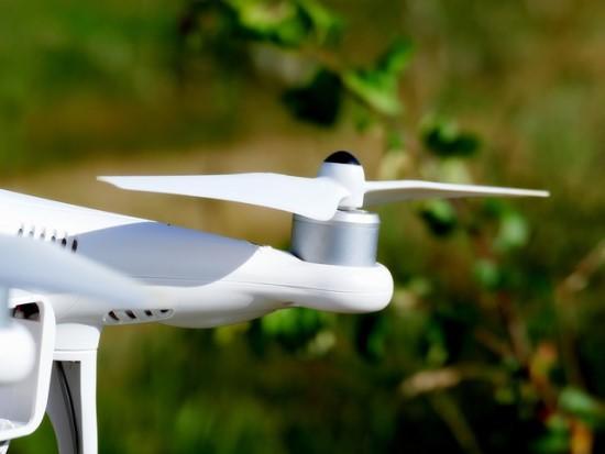 Nevaldomas dronas – pavojus visiems oro erdvės naudotojams