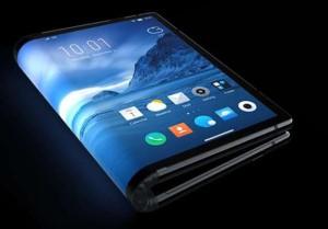 """""""Galaxy Z Flip"""" su perlenkiamu ekranu, kurį dengia lankstus stiklas © Gamintojo nuotr."""