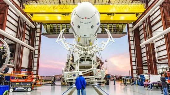 """""""SpaceX Dragon"""" kapsulė į orbitą gabens du NASA astronautus © NASA KENNEDY/CC BY-NC-ND/FLICKR"""