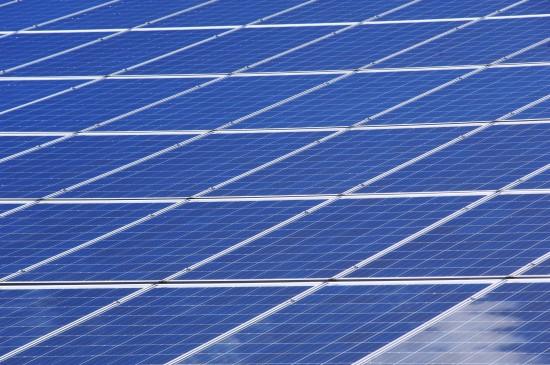 Žaliosios ambicijos: tūkstantines sąskaitas mažins saulės energija