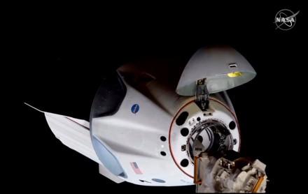 JAV astronautai įžengė į Tarptautinę kosminę stotį ir susitiko su kolegomis