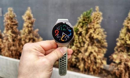 """""""Huawei"""" sekasi su išmaniaisias laikrodžiais: pristatymai augo daugiausiai pasaulyje"""