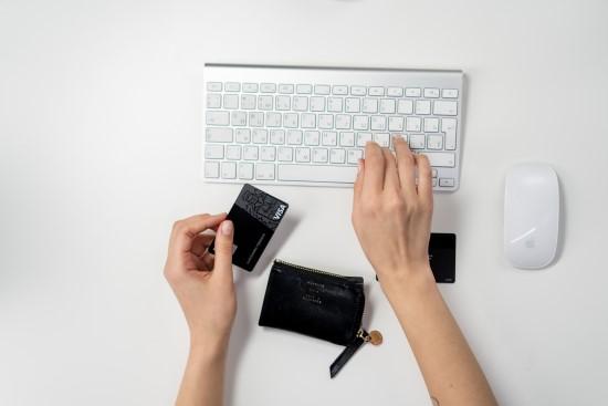 Apsimestinė internetinė prekyba: kaip apsipirkti saugiai?