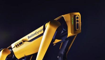 """""""Boston Dynamics"""" pradėjo pardavinėti robotą """"Spot"""" visiems norintiems"""