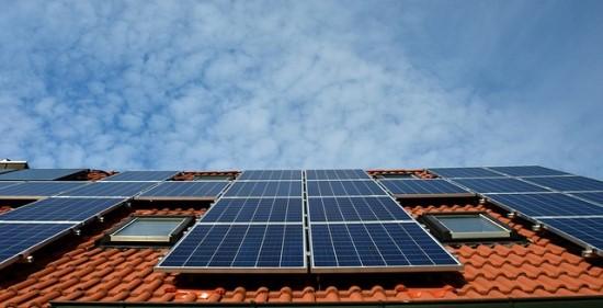 Saulės elektrinių bumas: dažniausiu iššūkiu tampa stogo ploto apskaičiavimas