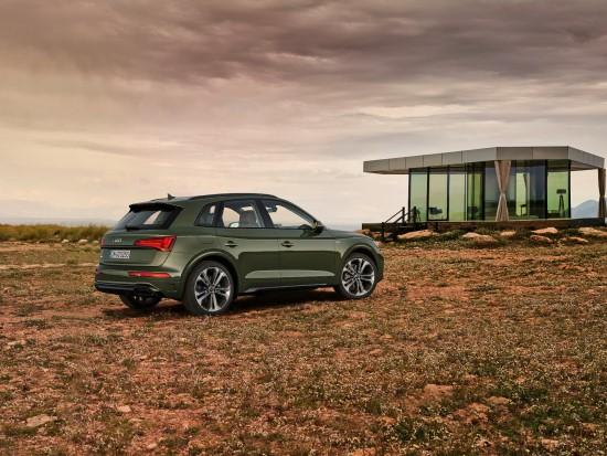 """""""Audi"""" pristatė atnaujintą """"Q5"""""""