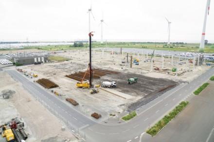 """""""VW"""" jau stato papildomą gamyklos sekciją, kurioje bus gaminami elektromobiliai © Gamintojo nuotr."""