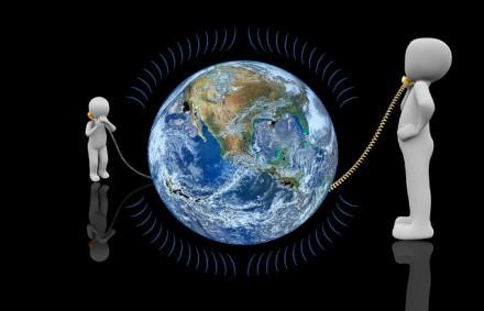 Telefoniniai sukčiai neatostogauja: kaip nuo jų nenudegti