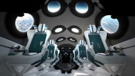 """Daugkartinio erdvėlaivio """"SpaceShipTwo"""" salonas © Gamintojo nuotrauka"""