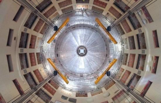 Jau pradedamas surinkti tokamakas. Visas reaktorius svers 23 000 tonų © EJF Riche/ITER