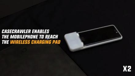 Sukurtas robotizuotas dėklas, nunešantis telefoną ant belaidžio įkroviklio