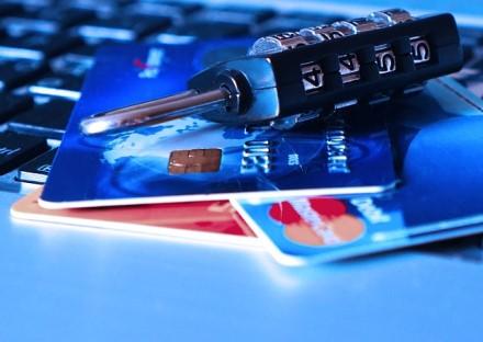 Įspėja padaugėjus sukčių, apsimetančių bankų darbuotojais: kaip apsisaugoti?