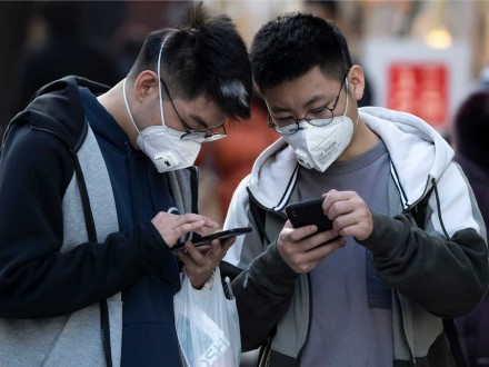 Ekspertai keičia nuomonę dėl telefonų pardavimų: jie mažės, tačiau ne taip drastiškai kaip tikėtasi