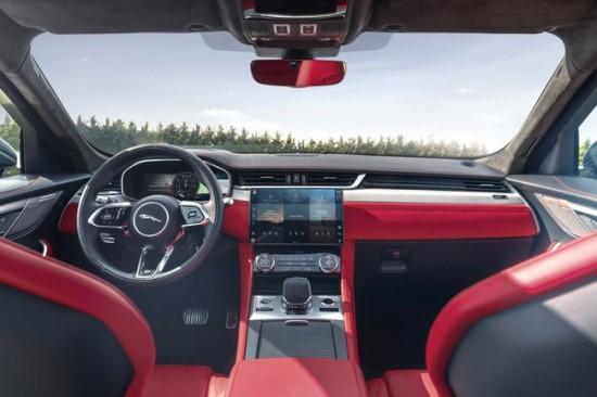 """""""Jaguar"""" pristatė naują """"F-Pace"""" versiją"""