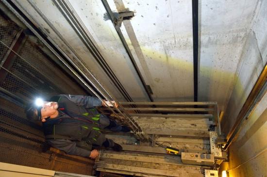 Ekspertai nustatė, kad Jūsų namo liftas – avarinės būklės. Ko reikia imtis toliau?