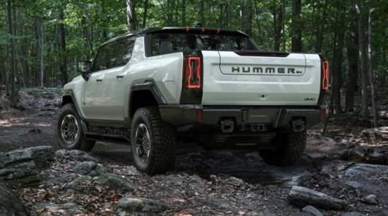 """""""Hummer EV"""" yra sutvertas bekelei © Gamintojo nuotrauka"""