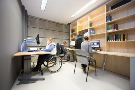 Neįgaliems studentams siūloma mokėti beveik 520 eurų siekiančią stipendiją