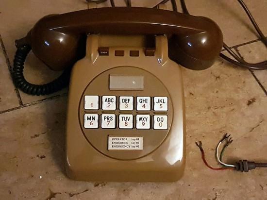 Kai kurie telefonai turėjo ir tokią konfigūraciją © Iain W. Bird (CC BY 4.0) | commons.wikimedia.org