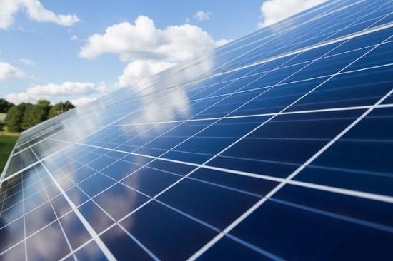 Elektros rinkoje ramybės nebus: kas antras vartotojas nenori prisirišti prie tiekėjo