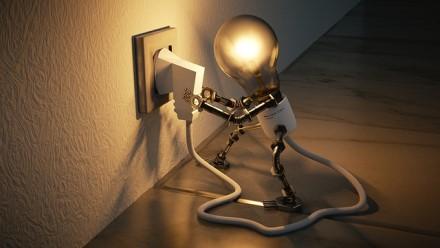 Elektros prietaisai namuose: kas kelia pavojų saugumui ir piniginei?