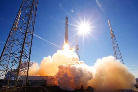 """""""SpaceX"""" su Pentagonu sudarė 150 mln. dolerių vertės sutartį"""